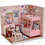 Romantisch slaapkamertje met stapelbed